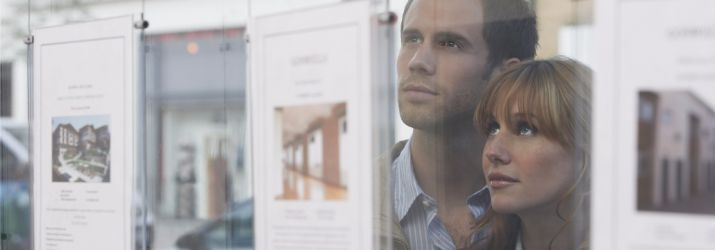 Photo of a couple looking at an estate agent